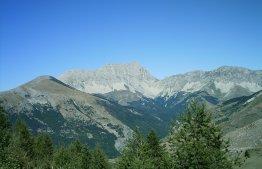 Vue du versant sud de la falaise du pic de Bure - Crédit photo : Aups - CC By SA